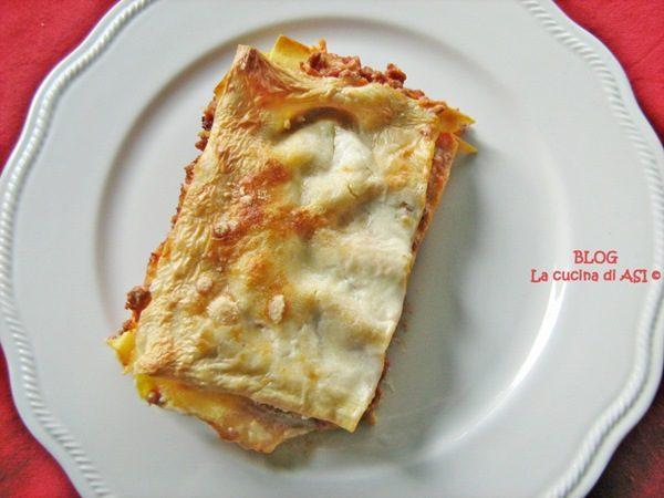 LASAGNE CON RAGU' E BESCIAMELLA ricetta succulenta