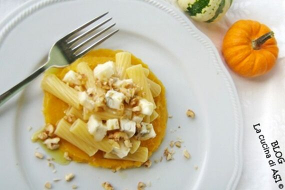 Tortiglioni con gorgonzola noci e zucca