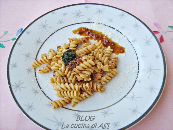 FUSILLI AL PESTO ROSSO Ricetta primo piatto saporito