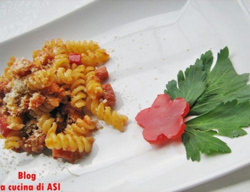 FUSILLI PASTICCIATI CON PANCETTA, RAGU' E PEPERONI Ricetta primo piatto gustosissimo