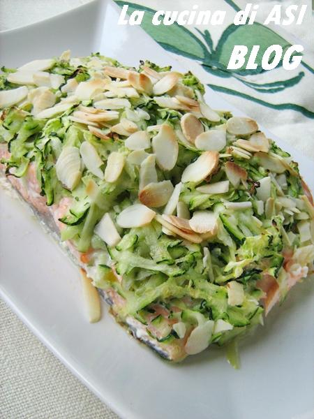 Salmone al forno con zucchine mandorle la cucina di asi for Cucinare zucchine al forno