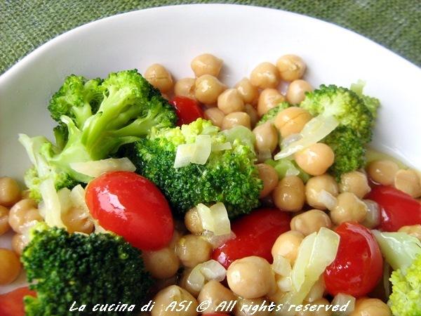 Insalata di ceci, broccoli e pomodori
