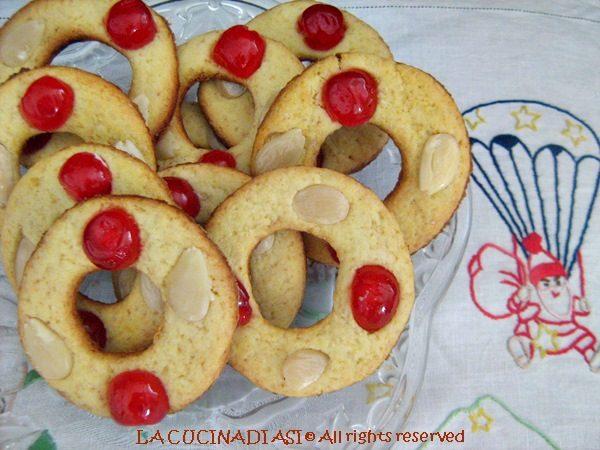 CIAMBELLINE DOLCI CON CILIEGINE E MANDORLE Ricetta biscotti