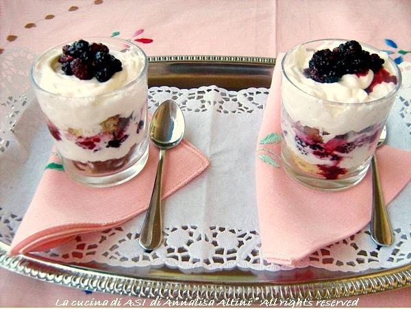 mousse-panna-yogurt-con-pandoro-more-e-lamponi-La-cucina-di-ASI