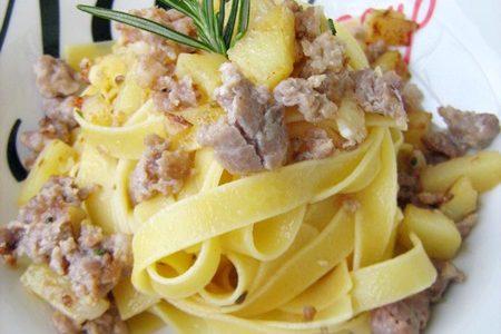 TAGLIATELLE PATATE E SALSICCIA Ricetta primo piatto