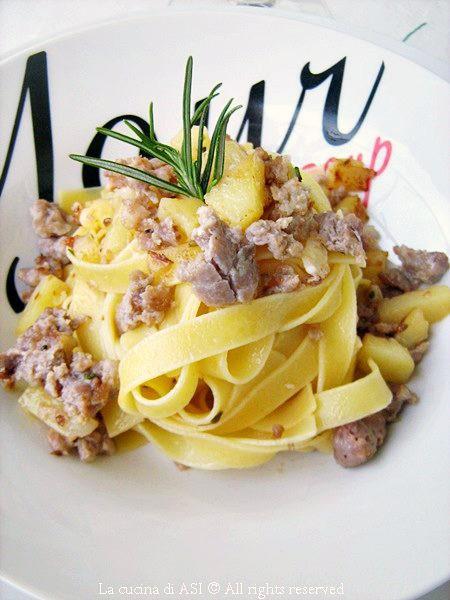 Tagliatelle-patate-salsiccia-