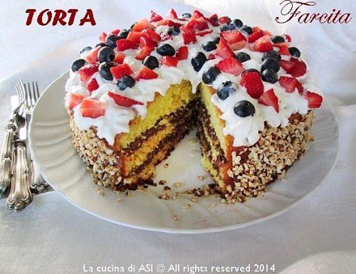 TORTA FARCITA con PANNA E FRUTTA FRESCA