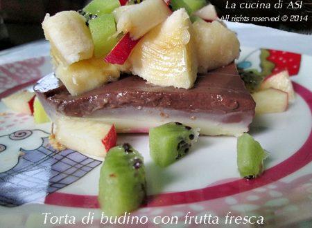 TORTA DI BUDINO CON FRUTTA FRESCA Ricetta dolce al cucchiaio