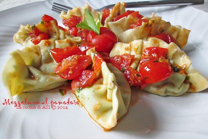 le mezzelune pasta fresca al pomodoro La cucina di ASI © 2014