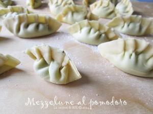 mezzelune fresche con pomodoro La cucina di ASI © 2014