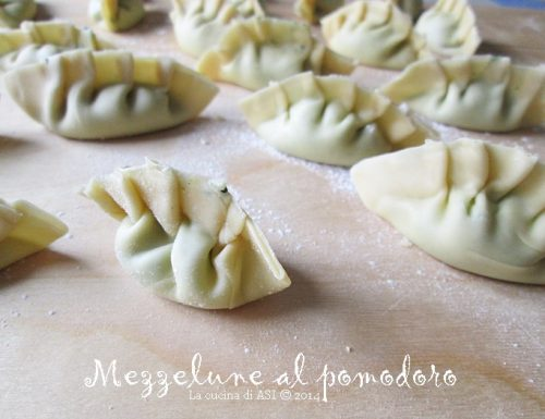 MEZZELUNE AL POMODORO Ricetta pasta fresca