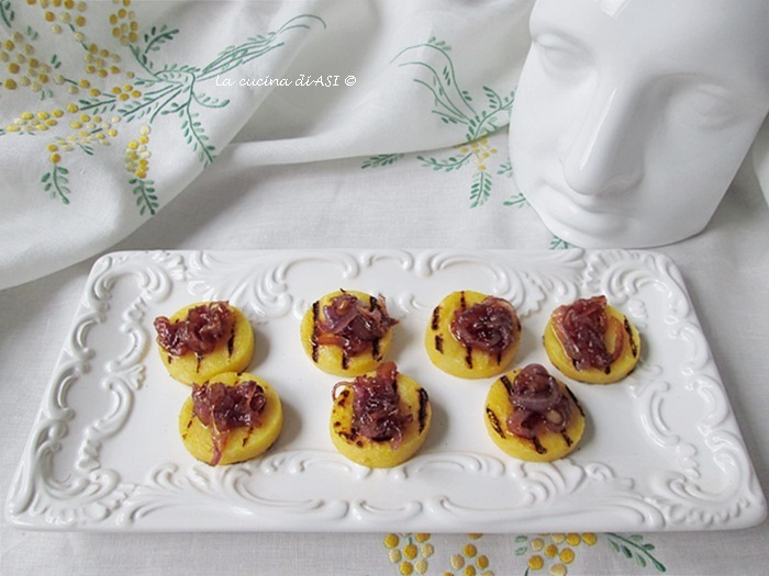 i-BBocconcini-di-polenta-grigliata-con-cipolla-tropea-caramellata-La-cucina-di-ASI-©2014
