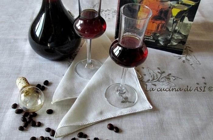 LIQUORE con i   CHICCHI DI CAFFE' Ricetta liquore casalingo