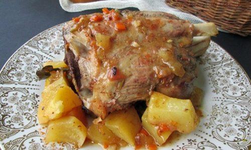 STINCO AL FORNO CON PATATE Ricetta secondo piatto di carne