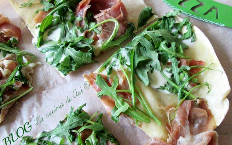 PIZZA IN PADELLA Ricetta rapida senza lievito