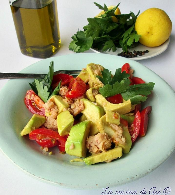 insalata di avocado tonno e pomodorini