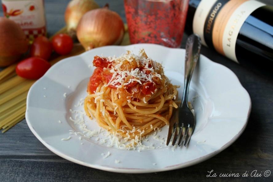 Spaghetti con salsa di cipolle i ricetta gustosa for Una salsa da cucina cinese