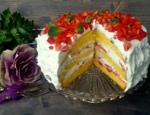 Torta panna e fragole ricetta dolce