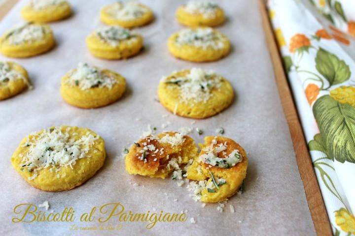 biscotti con parmigiano