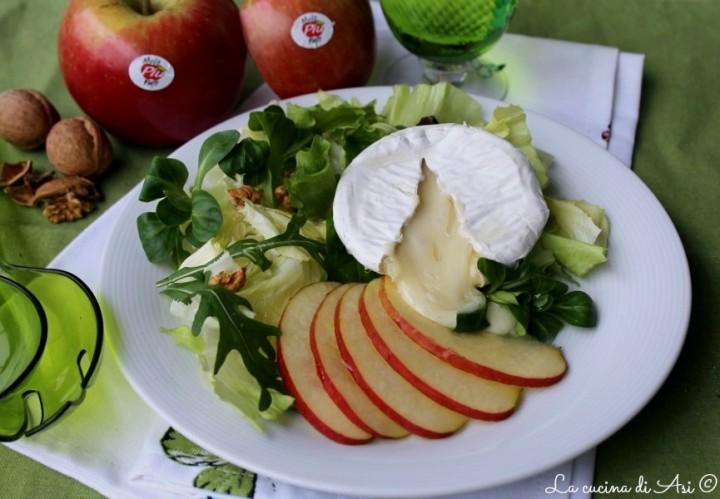insalata ricca di mele miele e formaggio