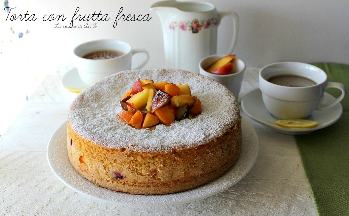 torta con frutta fresca