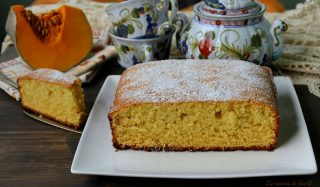 torta soffice con zucca cruda