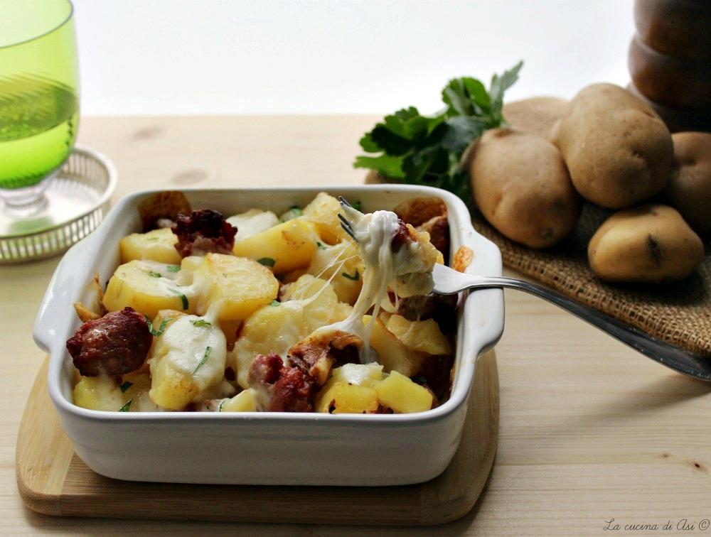 pasticcio di patate salsiccia e mozzarella