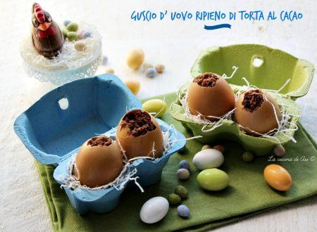 GUSCIO D UOVO RIPIENO DI TORTA AL CACAO