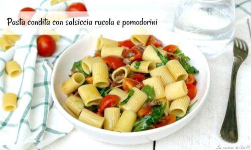 PASTA CONDITA CON SALSICCIA RUCOLA E POMODORINI