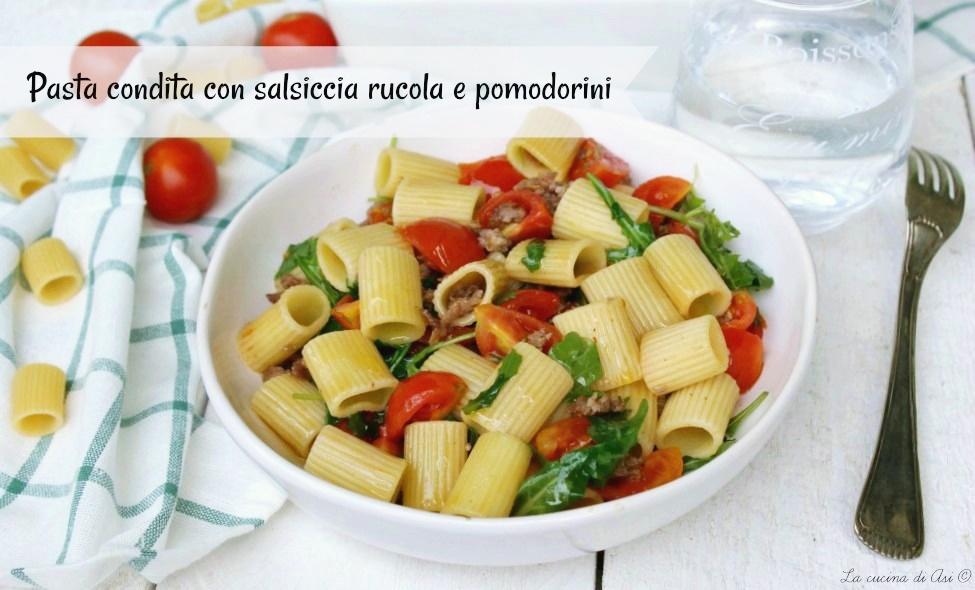 pasta-condita-con-rucola-salsiccia-pomodorini
