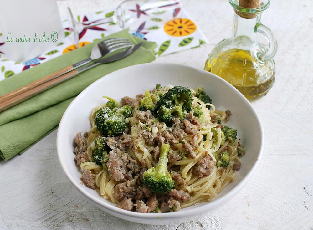 Linguine con broccoli e salsiccia