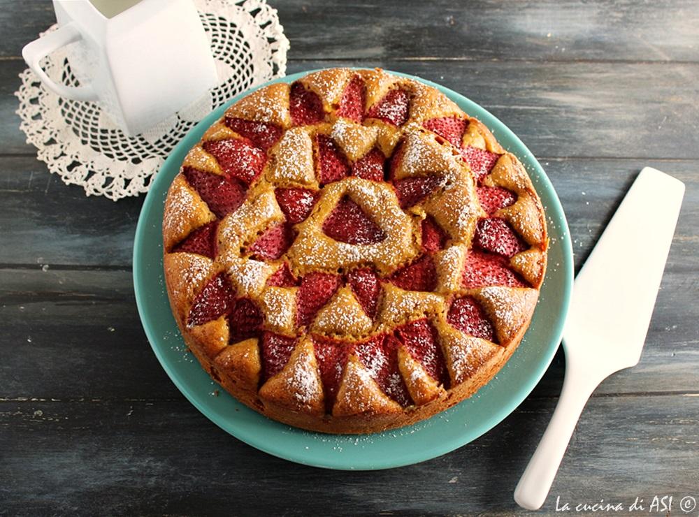 Torta integrale con farro fragole e banane