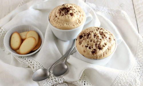 SPUMA LEGGERISSIMA AL CAFFE' e ACQUA