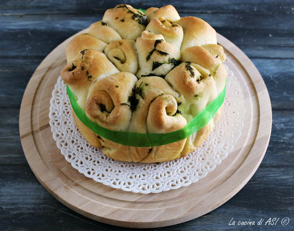 Chiocciole di pane alle erbe