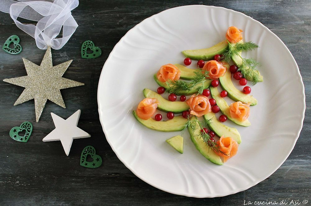 Salmone e avocado antipasto di Natale