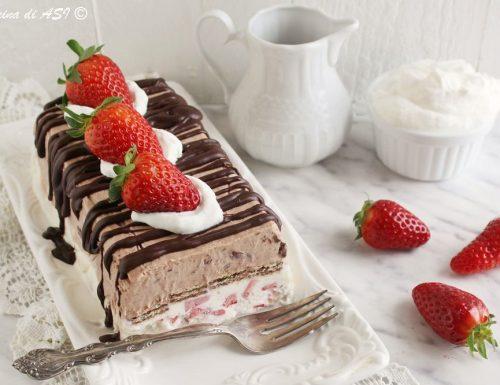 Torta fredda con fragole e cioccolato senza cottura