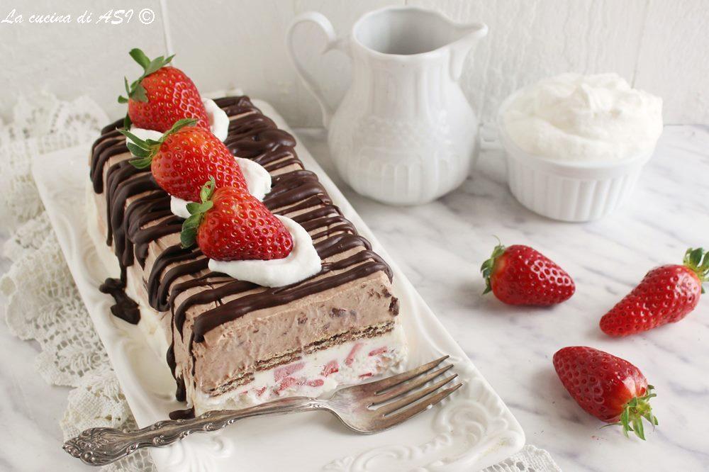 Torta fredda con fragole e cioccolato