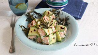 Spiedini facili di salmone e zucchine