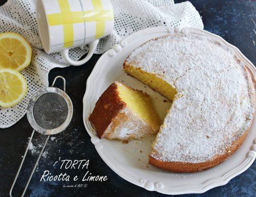 Torta ricotta e limone delicata e sofficissima