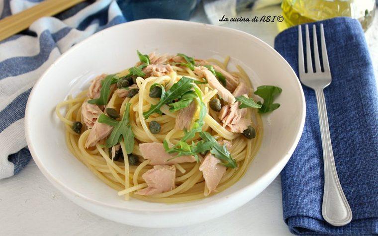 Spaghetti veloci con tonno capperi e rucola