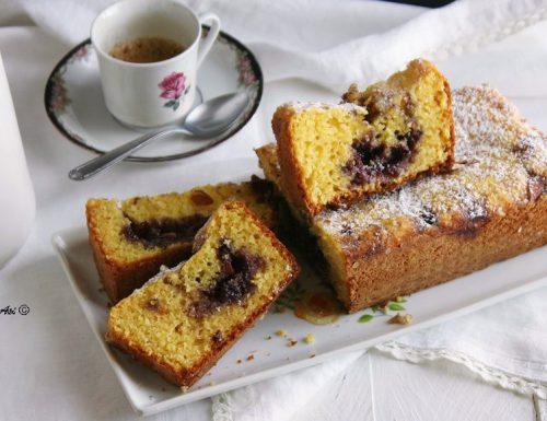Cake soffice alle mandorle e mirtilli