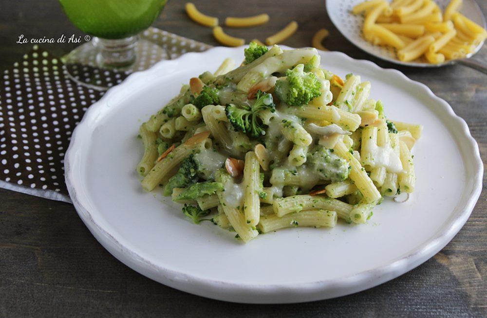 Maccheroncini con gorgonzola e broccoli
