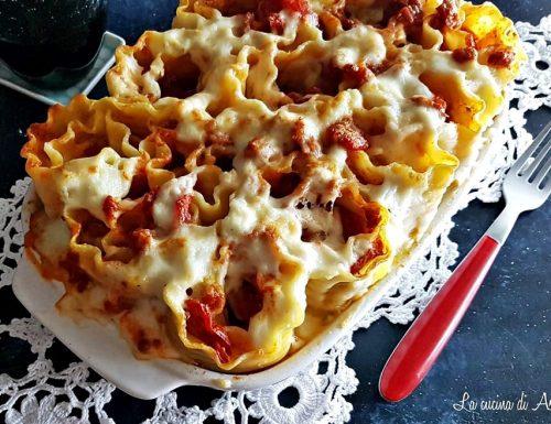 Rosette di lasagne ricce alla salsiccia