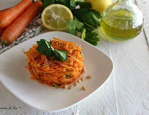 Insalata  di carote leggera con prezzemolo e limone