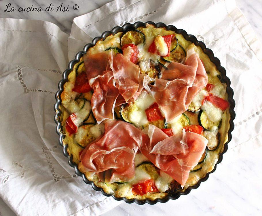 Pizza di patate con zucchine e crudo
