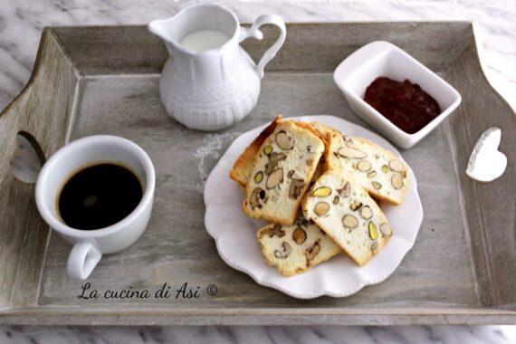 Biscotti rustici alla frutta secca