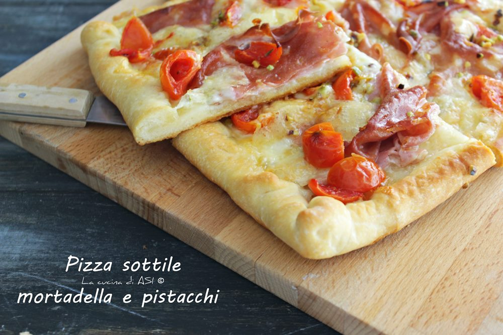 Pizza sottile mortadella e pistacchi