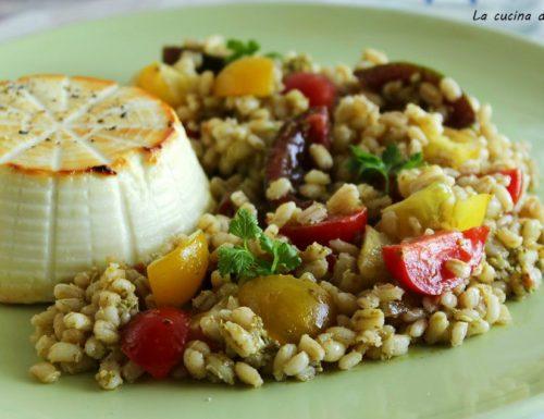 Ricotta al forno con  insalata di orzo e pesto