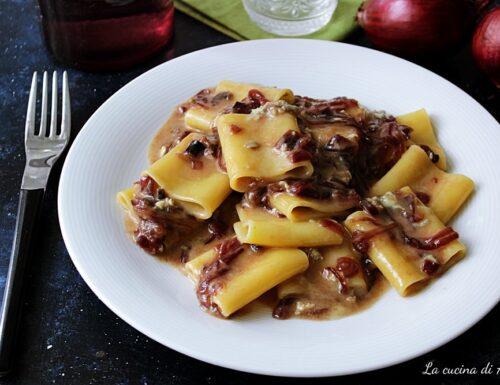 Paccheri con gorgonzola e cipolle caramellate