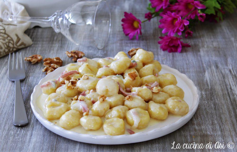 Gnocchi alla crema di gorgonzola noci e speck